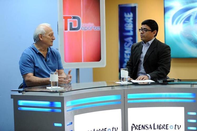 Luis Rosito habla con Fernando López, Coeditor de TodoDeportes en La EntrevistaTD(Foto Prensa Libre: Francisco Sánchez).