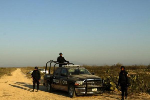 <p>Policía de México halla cuerpos sin vida de 12 personas en Nuevo Léon el 28 de enero de 2013. (AFP).<br></p>
