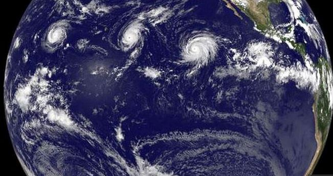 Imagen satelital de la Nasa muestra la formación de tres huracantes categoría 4 en el Pacífico. (Foto: Nasa).