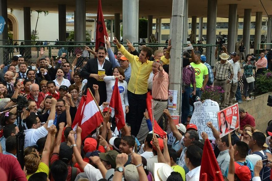 Opositores hondureños protestan contra la ley que criminaliza las manifestaciones. (AFP).