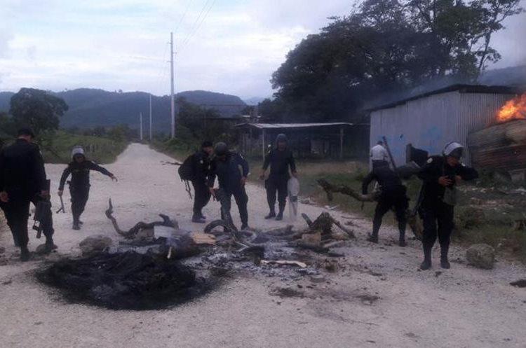 Grupo armado exige la salida de la empresa, PDH y Ejército de Ixquisis.