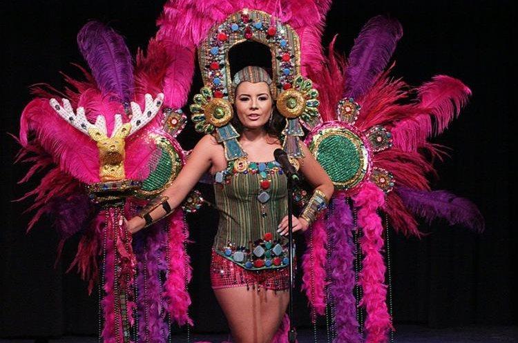Todas las participantes modelaron un traje de fantasía que hacía alusión a la cultura guatemalteca. (Foto Prensa Libre: Mynor Gámez)