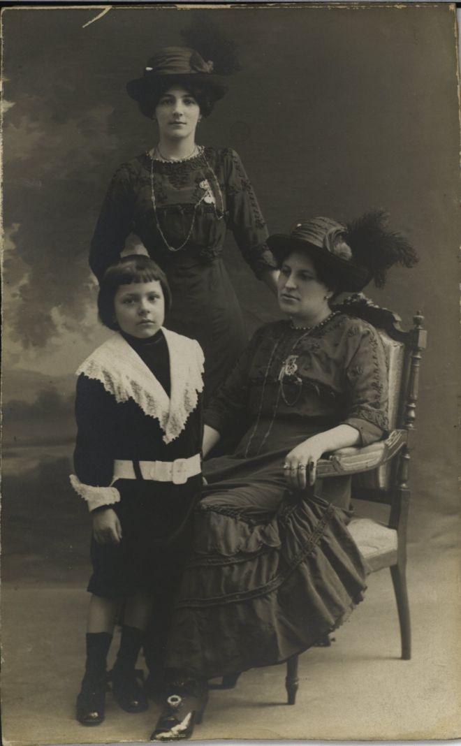 """Francisca Sánchez con Rubén Darío Sánchez, """"Güicho"""", el hijo del poeta. BIBLIOTECA UNIVERSIDAD COMPLUTENSE"""