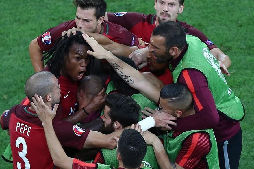 Así celebraron los lusos el gol de Sanches que empató el juego 1-1. (Foto Prensa Libre: