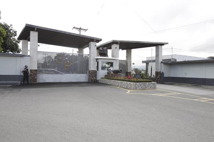 Ingreso al cuartel Matamoros, en la zona 1. (Foto Prensa Libre: Hemeroteca PL)