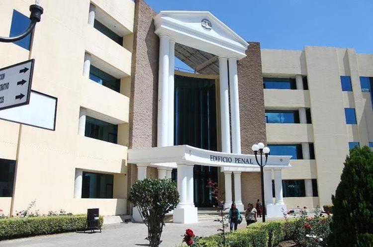La Sala Quinta de Apelaciones del Ramo Penal decidió retirarle la inmunidad al jefe edil. (Foto Prensa Libre: María José Longo)