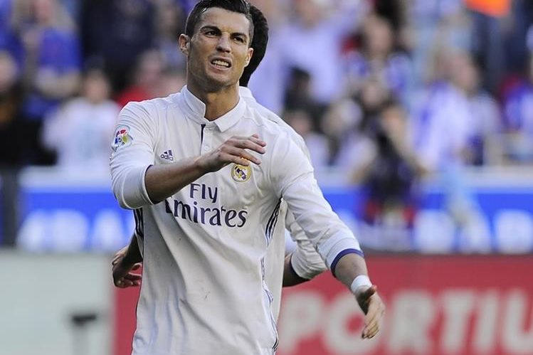 Cristiano marcó tres goles frente al Alavés. (Foto Prensa Libre: AFP)