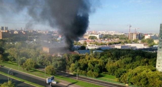 Diecisiete personas mueren en incendio en Moscú. (Foto Prensa Libre: AFP)