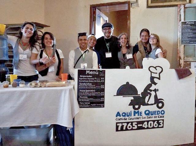 Parte del equipo del movimiento Aquí Me Quedo, durante su participación en el evento social TEDx en Quetzaltenango. (Foto Prensa Libre: Cortesía)