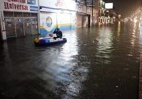Fuertes lluvias causan Inundaciones en las calles de Quetzaltenango.