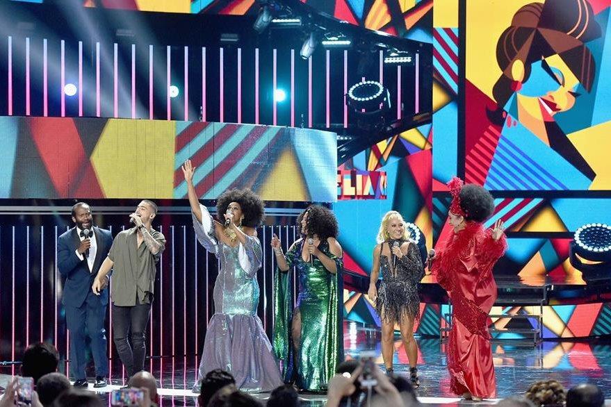 La velada culminó con el homenaje a la Reina de la salsa Celia Cruz. (Foto Prensa Libre:AFP)