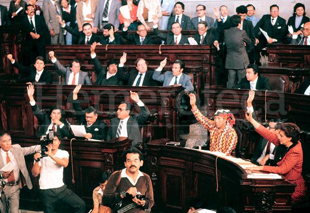 Una sesión de la Asamblea Nacional Constituyente la cual redactó la actual Carta Magna en 1985.  (Foto: Hemeroteca PL)