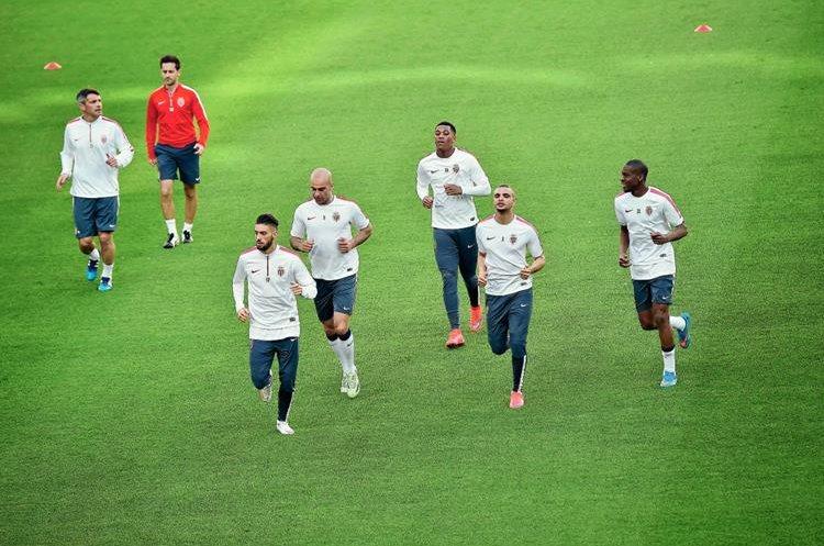Los jugadores del Monaco hicieron el respectivo reconocimiento de cancha y se entrenaron esta mañana en el estadio de la Juventus. (Foto Prensa Libre: AFP).