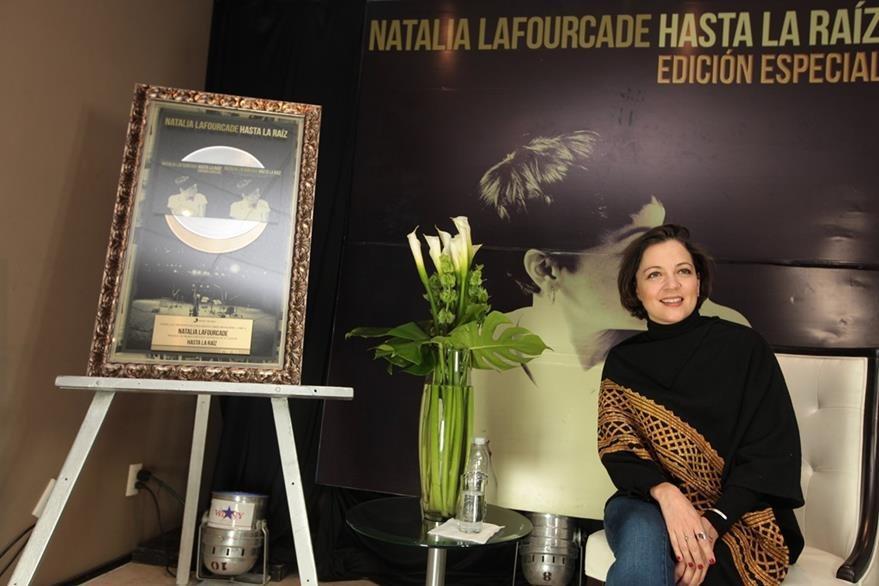Natalia Lafourcade afirma que sus recientes canciones están llenas de inspiración. (Foto Prensa Libre: EFE)