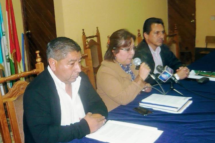 Eugenia Makepeace Alfaro, directora del Centro Universitario de San Marcos, presidió la conferencia de prensa. (Foto Prensa Libre: Genner Guzmán)