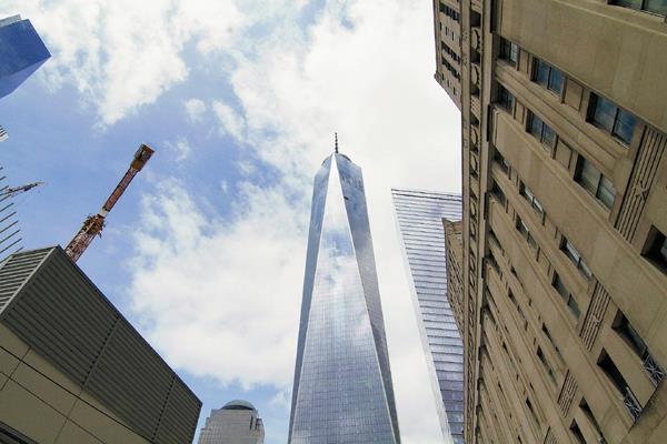 Vista general del edificio One World Trade Center, más conocido como la Torre de la Libertad, que mide 541 metros el más alto del hemisferio occidental. (Foto Prensa Libre: EFE)