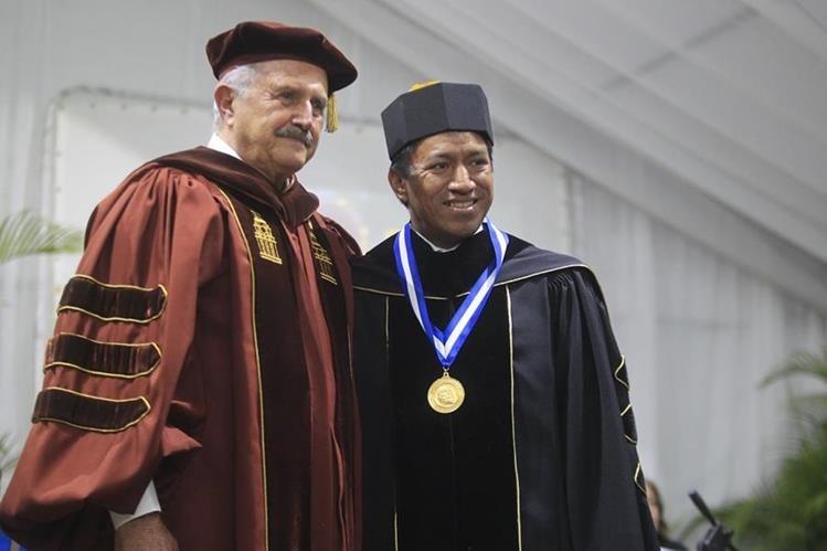 Eduardo Suger, rector de la Universidad Galileo y Marcos Andrés Antil (Foto Prensa Libre: Edwin Bercián)