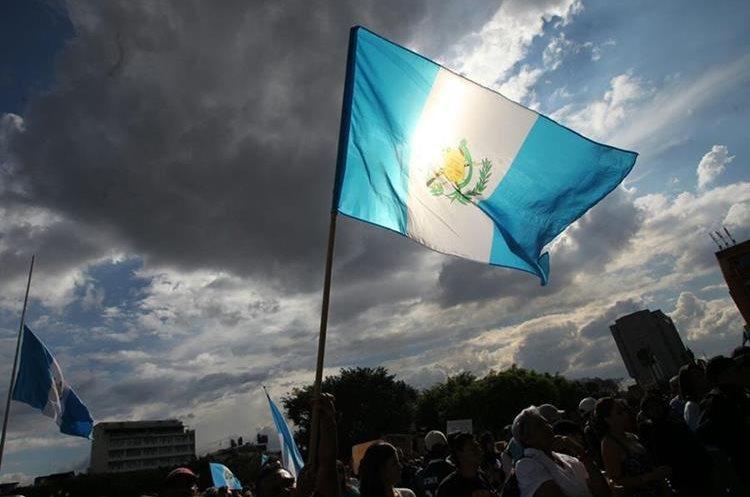 El dolor es latente en los guatemaltecos que lloran la tragedia en Hogar Seguro
