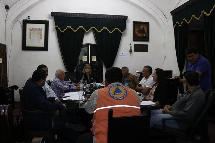 El Concejo de Antigua Guatemala aprobó las recomendaciones de prevención para resguardar el edifico municipal. (Foto Prensa Libre: Julio Sicán).