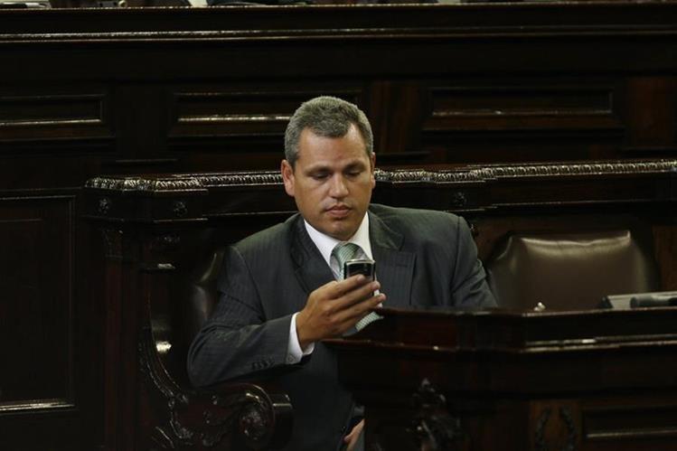 El diputado Christian Boussinot en el hemiciclo parlamentario. (Foto Prensa Libre: Hemeroteca PL)