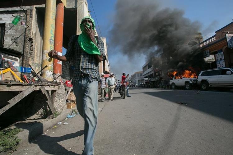 La violencia vuelve a las calles de Haití a pocos días de las elecciones. (Foto Prensa Libre: EFE).