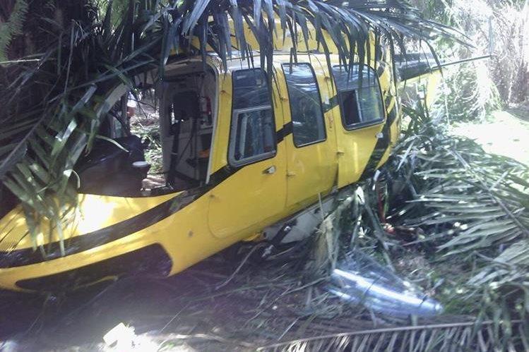Helicóptero que se desplomó en Sayaxché, Petén. (Foto Prensa Libre: Rigoberto Escobar)