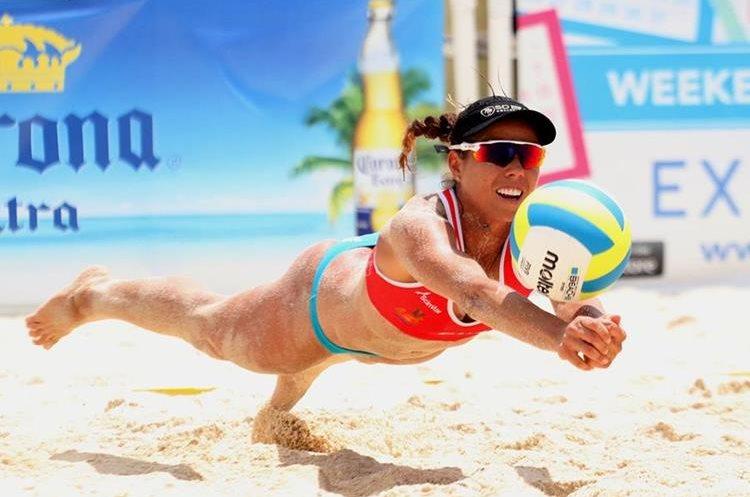 Majo en una acción durante la Liga de voleibol de Estados Unidos.