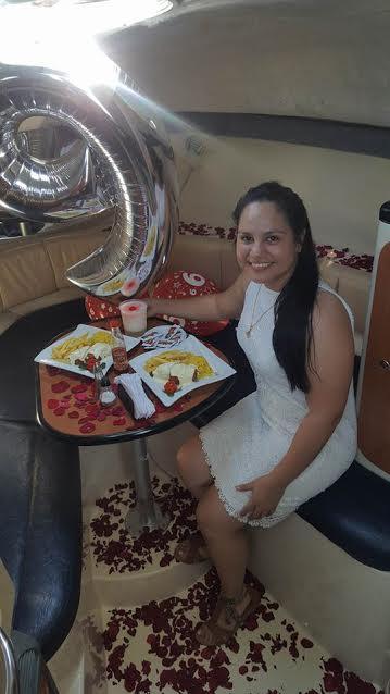 Los futuros esposos disfrutaron de una comida romántica en el camarote del barco. (Foto Prensa Libre: Dony Stewart)