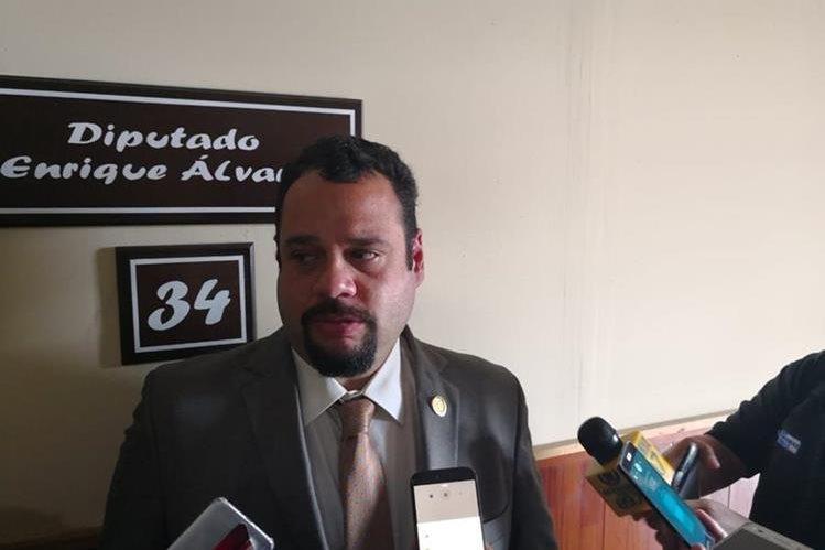 El ministro de Comunicaciones informó el plan para reconstruir la RN-14. (Foto Prensa Libre: Carlos Álvarez)