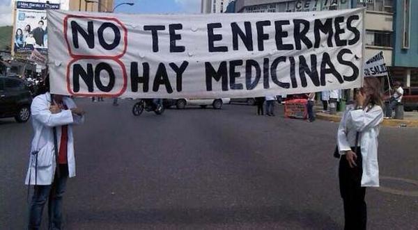 Un grupo de médicos protesta en las calles de Venezuela. (AFP).