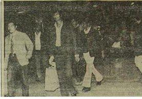 24/03/1975 Deportados guatemaltecos procedentes de EE. UU. son llevados a Migración. (Foto: Hemeroteca PL)