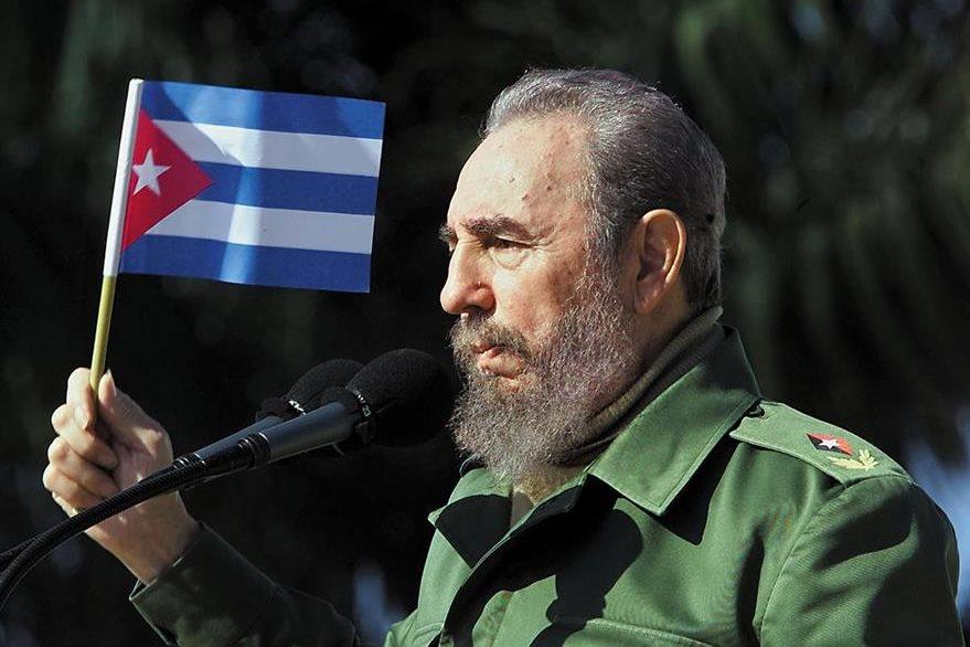 Fidel Castro durante una actividad pública en 2001. (Foto: AFP)