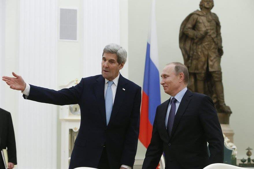 Previo a reunirse con Lavrov, el secretario de Estado de EE. UU., John Kerry, fue recibido por el presidente ruso Vladimir Putin. (Foto Prensa Libre: EFE).