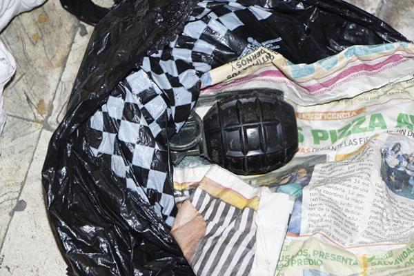 Los vecinos denunciaron a las autoridades que en la casa allanada vivian pandilleros peligrosos. (Foto Prensa Libre: PNC)