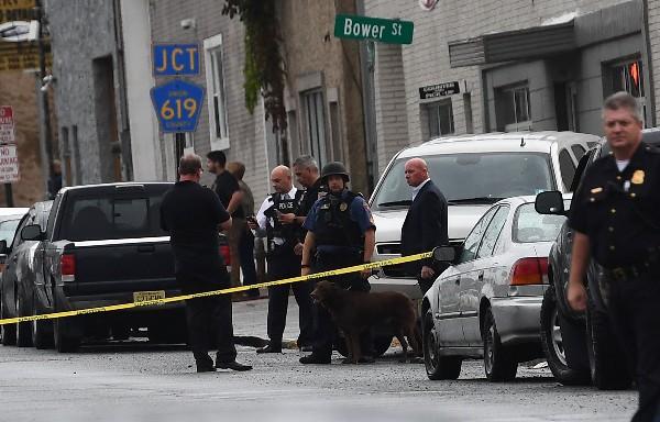Agentes del FBI resguardan una zona donde  detuvieron Ahmad Khan Rahami en Linden, Nueva Jersey.(AFP).