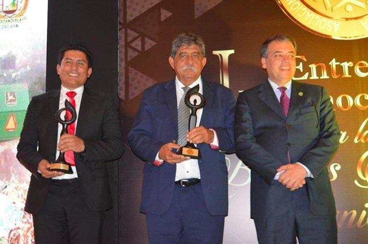 El alcalde Julio Girón fue galardonado en días recientes durante una actividad de la Anam. (Foto Prensa Libre: Dony Stewart).