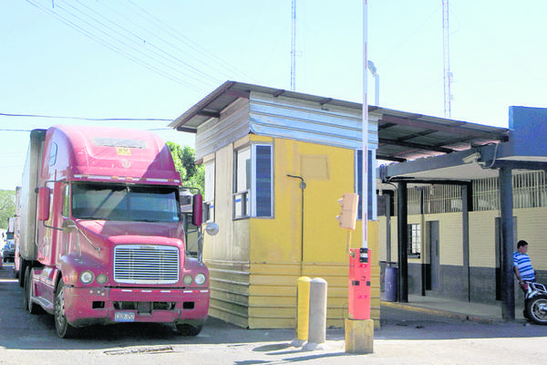 <p>La Aduana  de Ciudad Pedro de Alvarado, Jutiapa, está abandonada y carece de servicios sanitarios y seguridad para las personas que transitan entre Guatemala y El Salvador. (Foto Prensa Libre: Edwin Berián)</p>