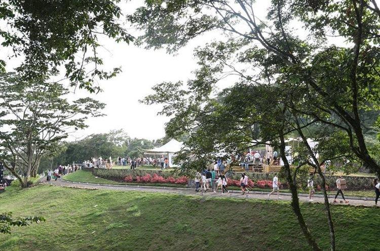 Los asistentes disfrutaron del aire fresco, vistas maravillosas y moda en la reserva privada Zur. (Foto Prensa Libre: Anna Lucía Ibarra).