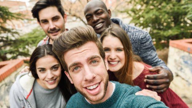Organizar esos selfies ahora será más fácil, con ayuda de la Inteligencia Artificial del iPhone. (THINKSTOCK).