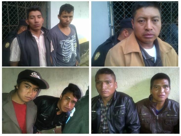 Los siete detenidos son trasladados a una subestación de la PNC en San Antonio Sacatepéquez, San Marcos. (Foto Prensa Libre: PNC)