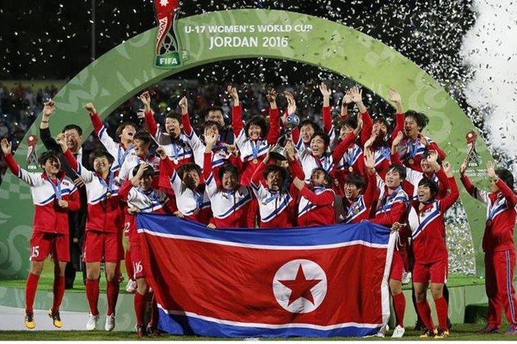 Las coreanas festejaron con todo el triunfo en la final. (Foto Prensa Libre: Fifa)