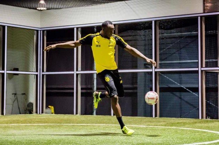 Usain Bolt se apresta para entrenar con el Dortmund del futbol alemán