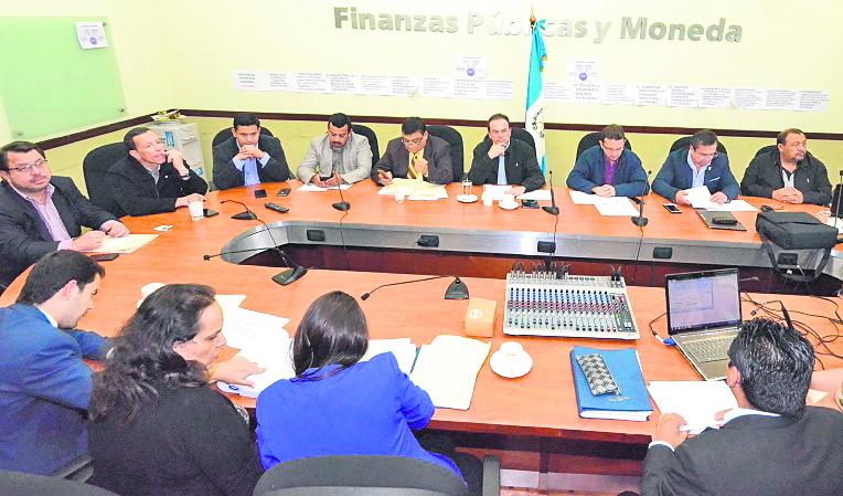 La Comisión de Finanzas del Congreso se reunió este lunes, convocada por el vicepresidente de esa Sala. (Foto Prensa Libre: J. Castro)