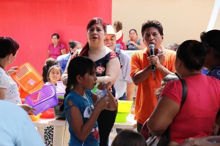 Integrantes de la Asociación de Obreros El Porvenir agasajaron a las madres chiquimultecas. (Foto Prensa Libre: Mario Morales)