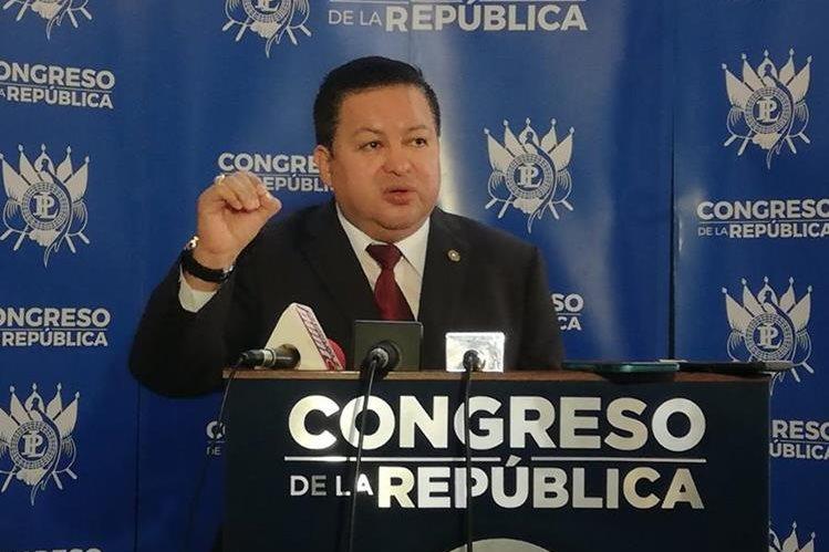 Raúl Romero, diputado del partido Fuerza, propone ampliar el Derecho de Legítima Defensa. (Foto Prensa Libre: Cortesía)