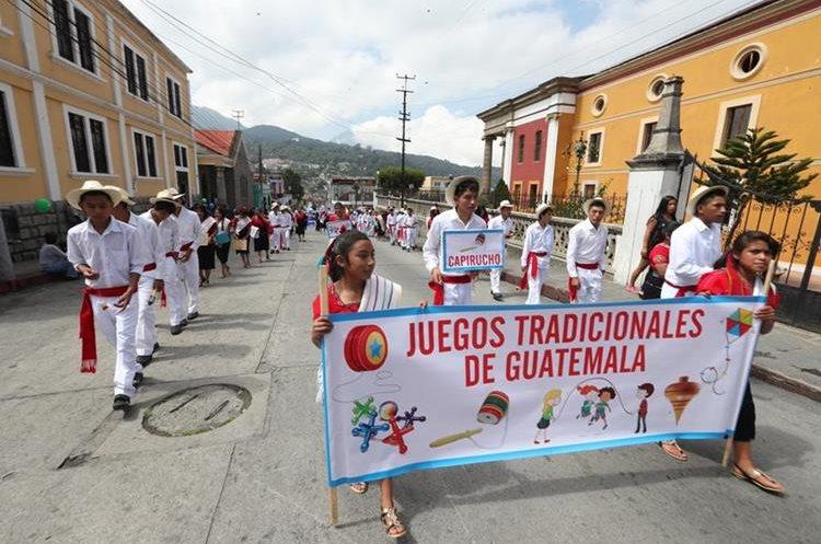 Xela se llena de vivos colores por la caminata intercultural
