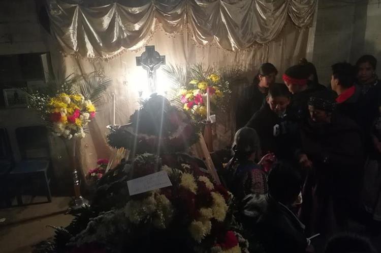 Los restos de Miguel Poz será inhumado en el Cementerio General de Quetzaltenango. (Foto Prensa Libre: Fred Rivera)