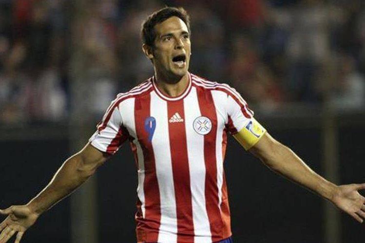 Roque Santacruz fue llamado a la Selección de Paraguay. (Foto Prensa Libre: AP).