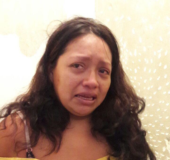 Elsa Marina Caal Tzib, de 28 años, fue capturada por agresión contra sus cinco hijos en Guastatoya. (Foto Prensa Libre: Hugo Oliva)