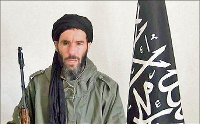 En abril del 2013 ya se había anunciado la muerte de Mojtar Belmojtar, no obstante un mes después reivindicó un atentado terrorista. (Foto Prensa Libre: baabalshams.com)